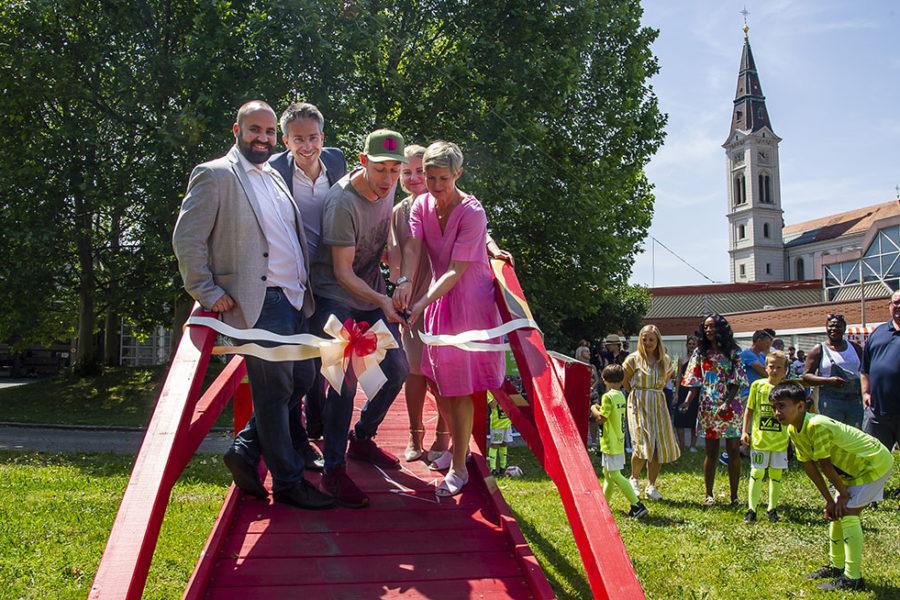 Bridge of Unity: 30.000 Pinselstriche als verbindendes Zeichen für  ein gelebtes Miteinander