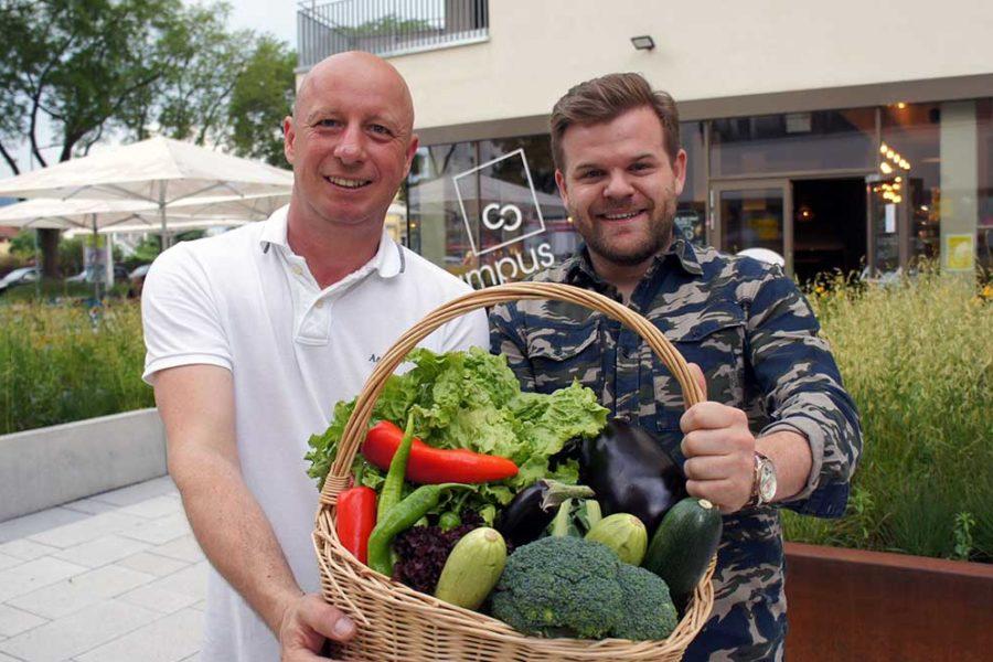 """Grazer """"Campus-Café"""" verschenkt kleinsten Urban-Farming Garten der Stadt"""
