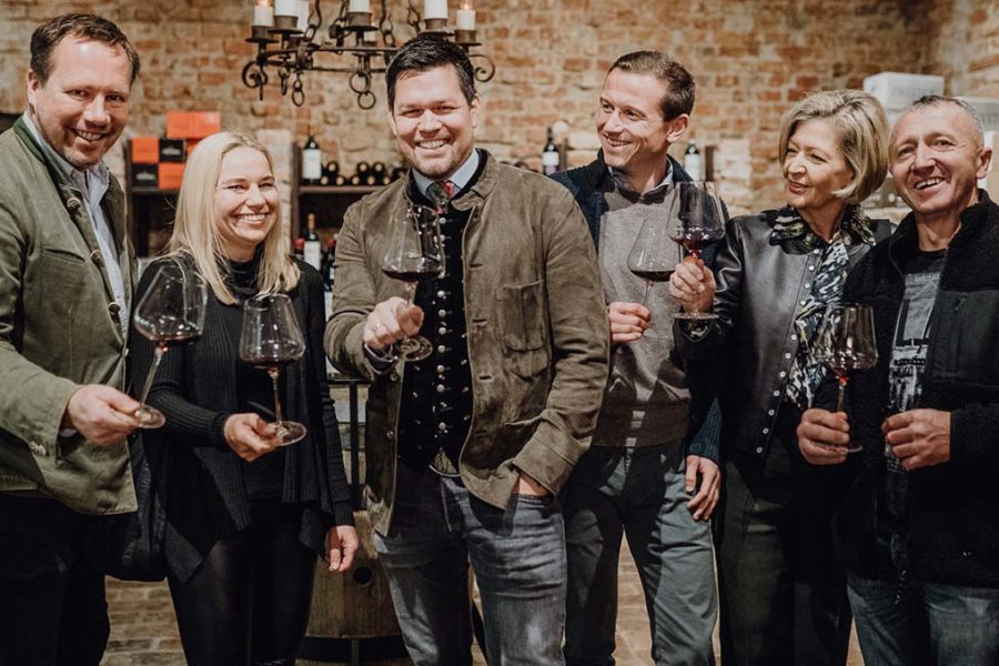 """Parkhotel Graz eröffnet Weinstube mit """"größter Weinkarte"""" der Stadt"""